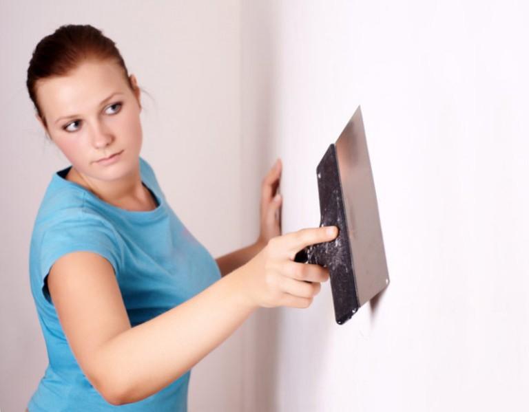 Как пошпаклевать стены и потолки