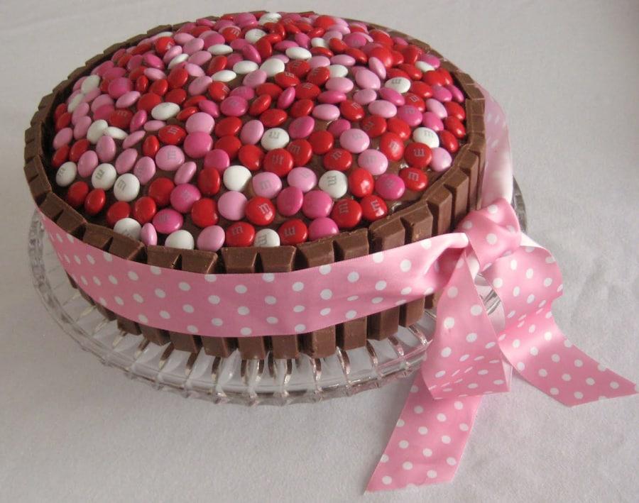 Украшение тортов шоколадками киндер