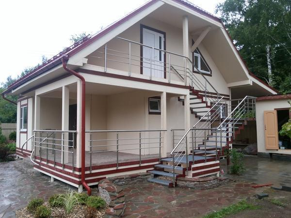 Каркас лестницы должен быть изготовлен из качественного метала, способного выдержать возлагаемую на него нагрузку