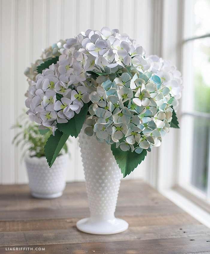 белый цветок из бумаги гортензия