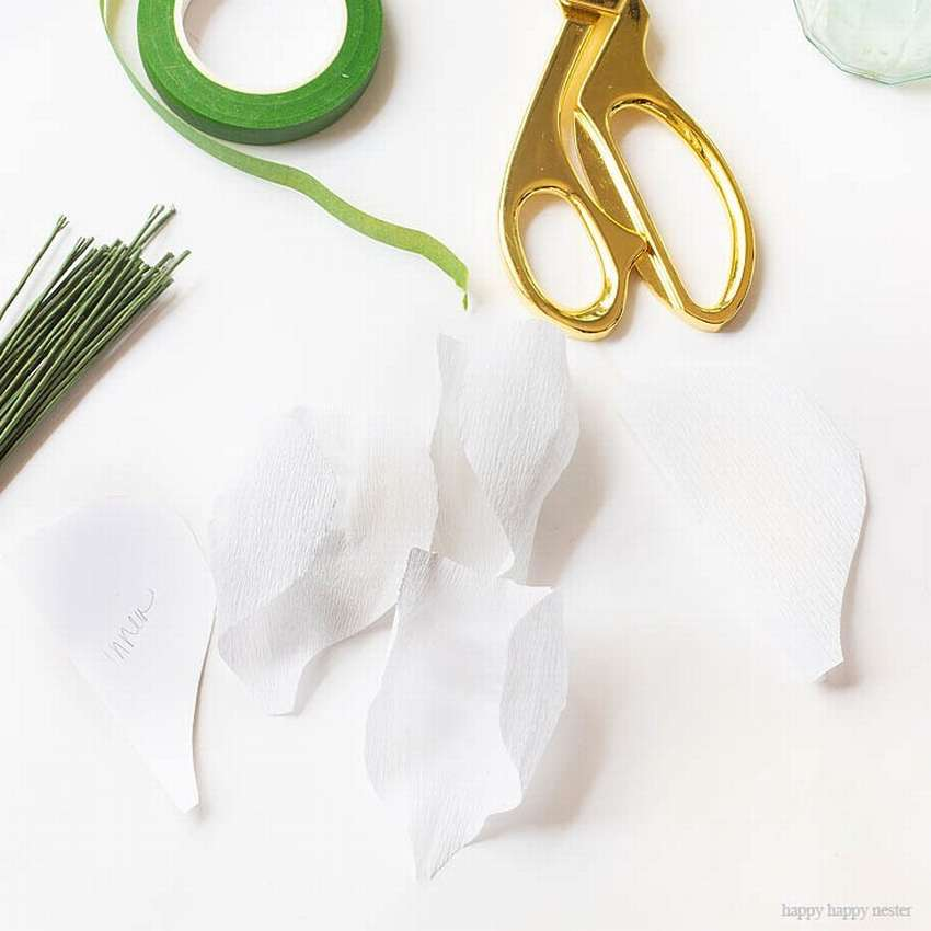 белые маки из гофрированной бумаги