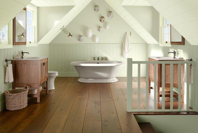 Шатровая мансардная ванная