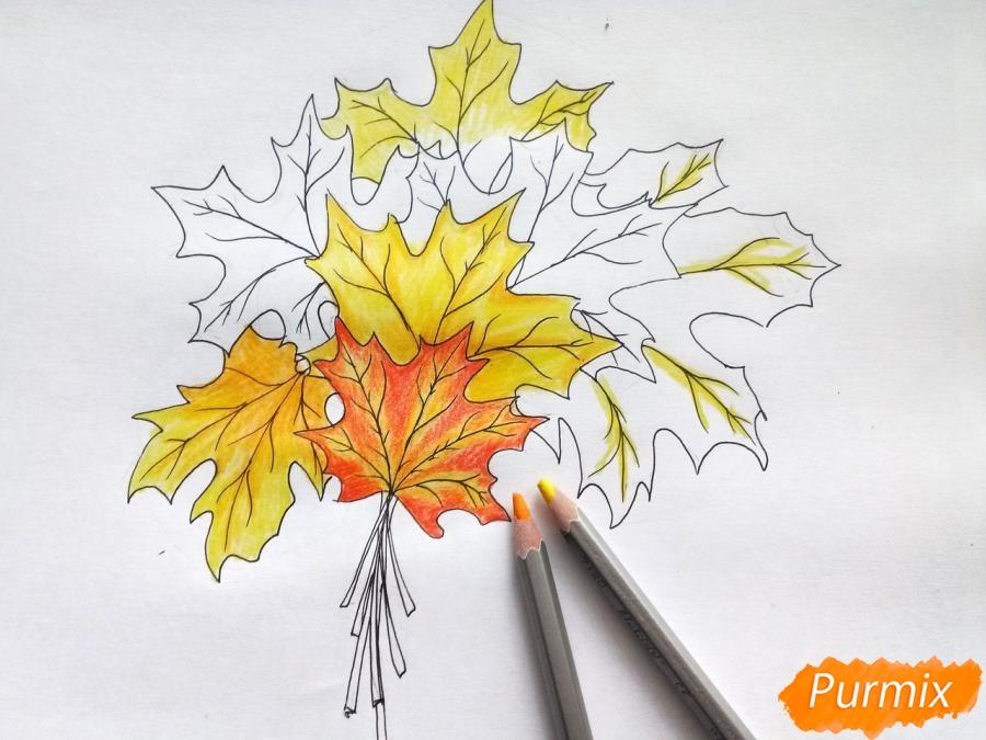 Рисуем букет из кленовых листьев - шаг 6