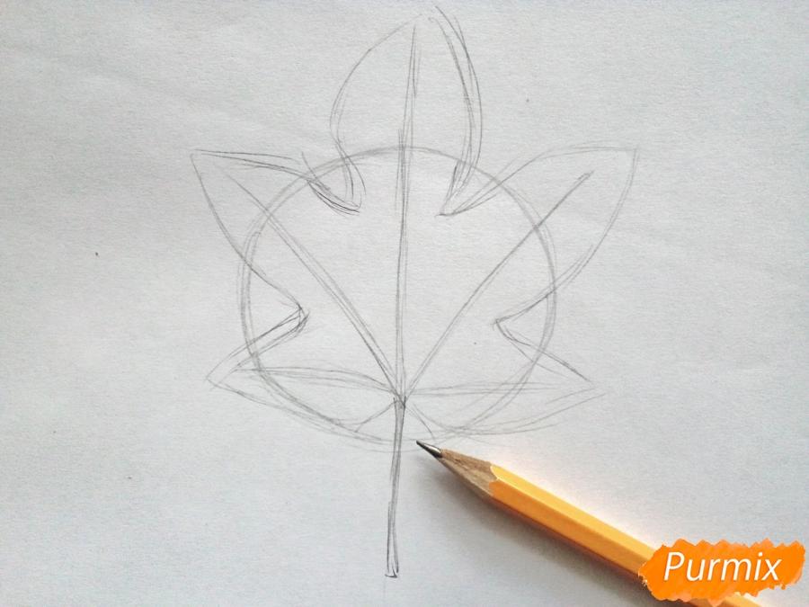 Рисуем кленовый лист черной ручкой - шаг 2