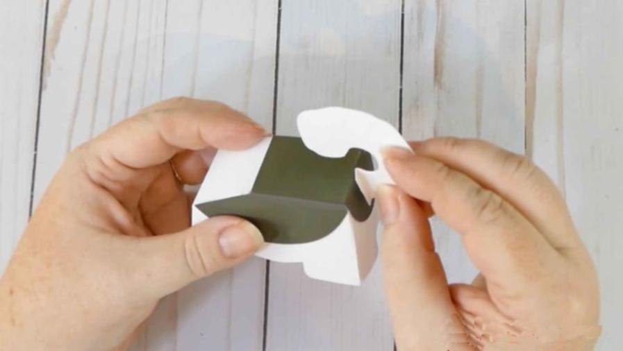 Хвост собачки из бумаги