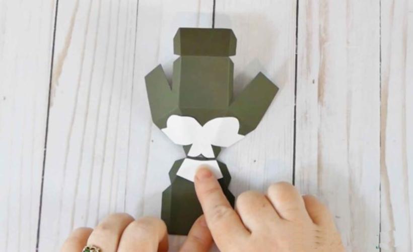 Собачка из бумаги, приклеиваем детали головы