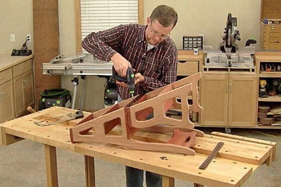 2 части стула стремянки скрепляем рояльной петлей