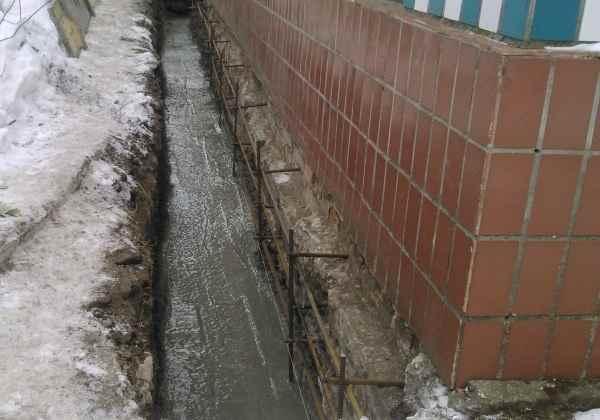 Траншея с жидким бетоном