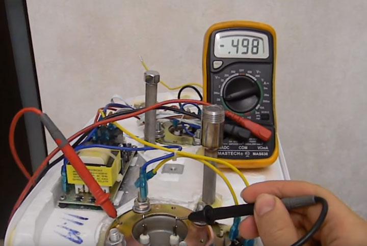 как определить почему выбивает узо проверка тэн на водонагревателе