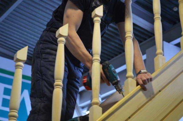 Вот так должно получится - лестничные перила готовы к установке поручней