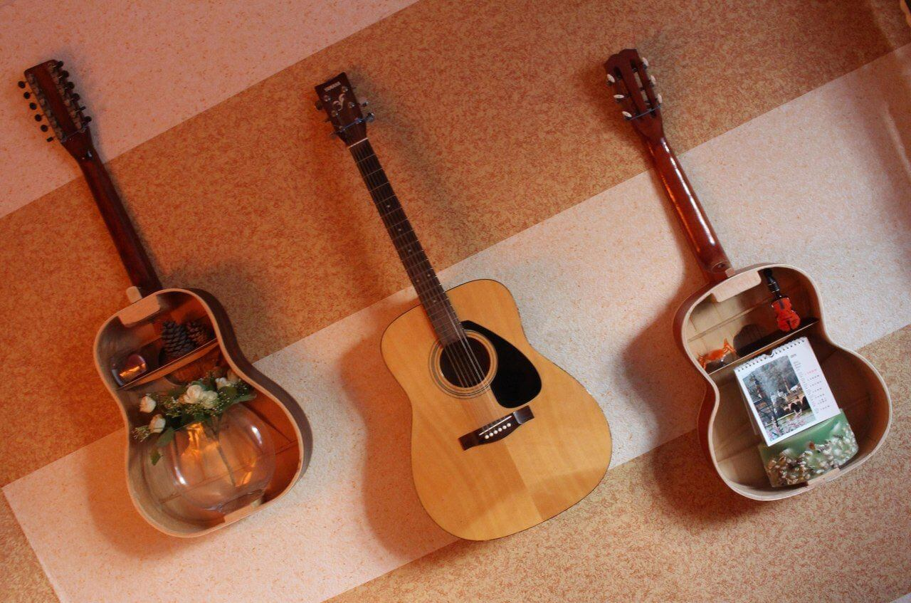 Оригинальные деревянные полки из гитар