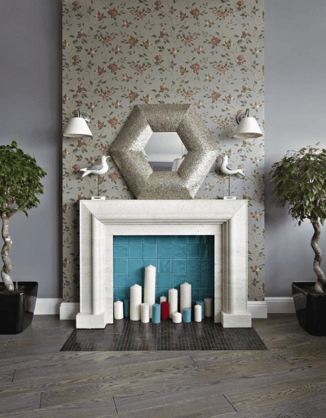 Особенно удачно имитация камина будет смотреться в сочетании с зеркалом и свечами
