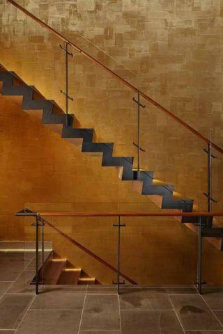 Лестницы отделка кафель отлично сочетается с декоративной штукатуркой