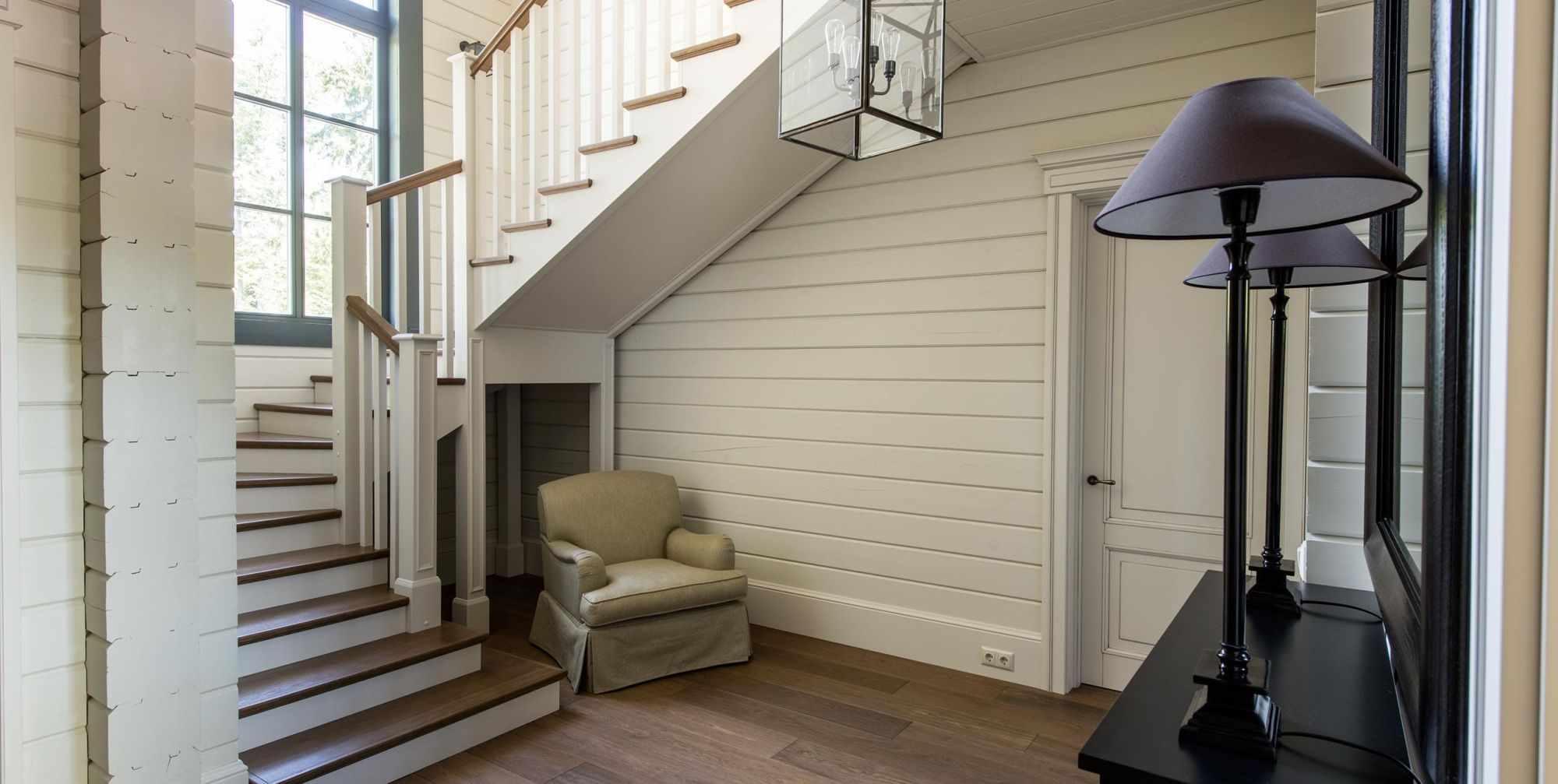 идея необычного дизайна лестницы в честном доме