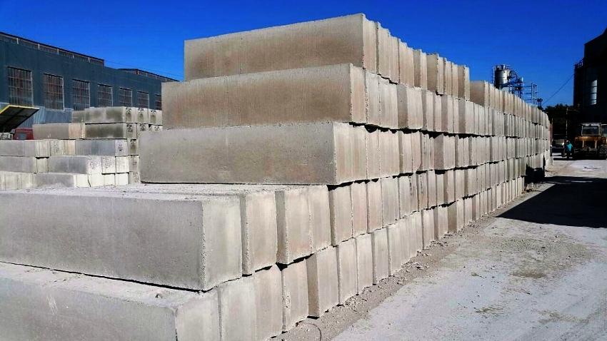 Фундаментные бетонные блоки отечественных производителей являются самым надежным и практичным решением прогрессивной индустрии