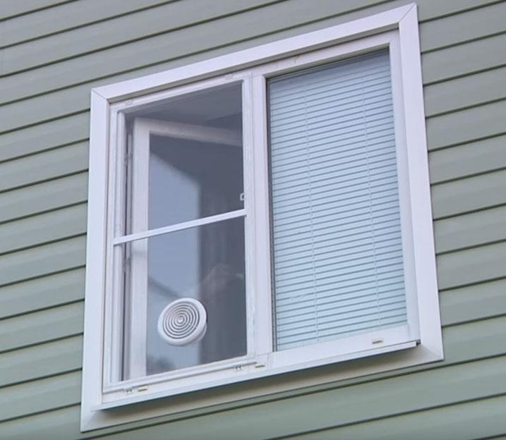 как установить мобильный кондиционер в комнате через окно