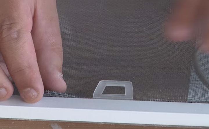пластиковые держатели для монтажа москитной сетки в рамку