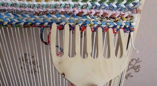 Приспособление для уплотнения нитей