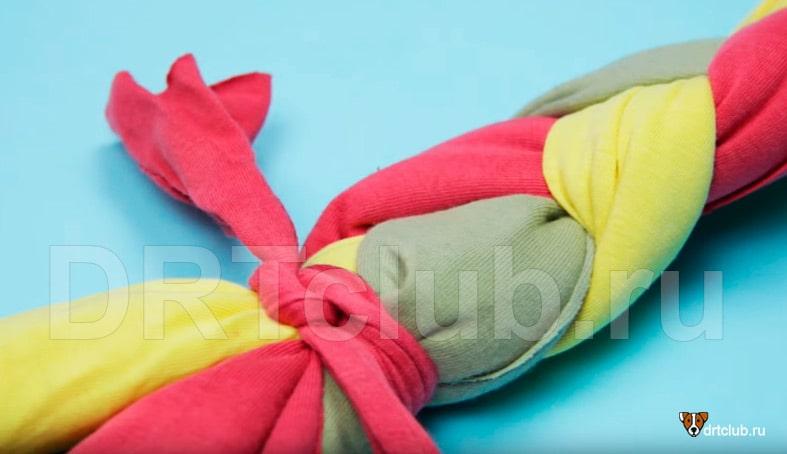 Игрушка косичка из подручных материалов