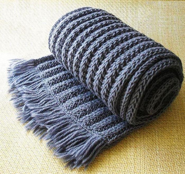 Для объёмного изделия нужны толстые инструменты для вязания