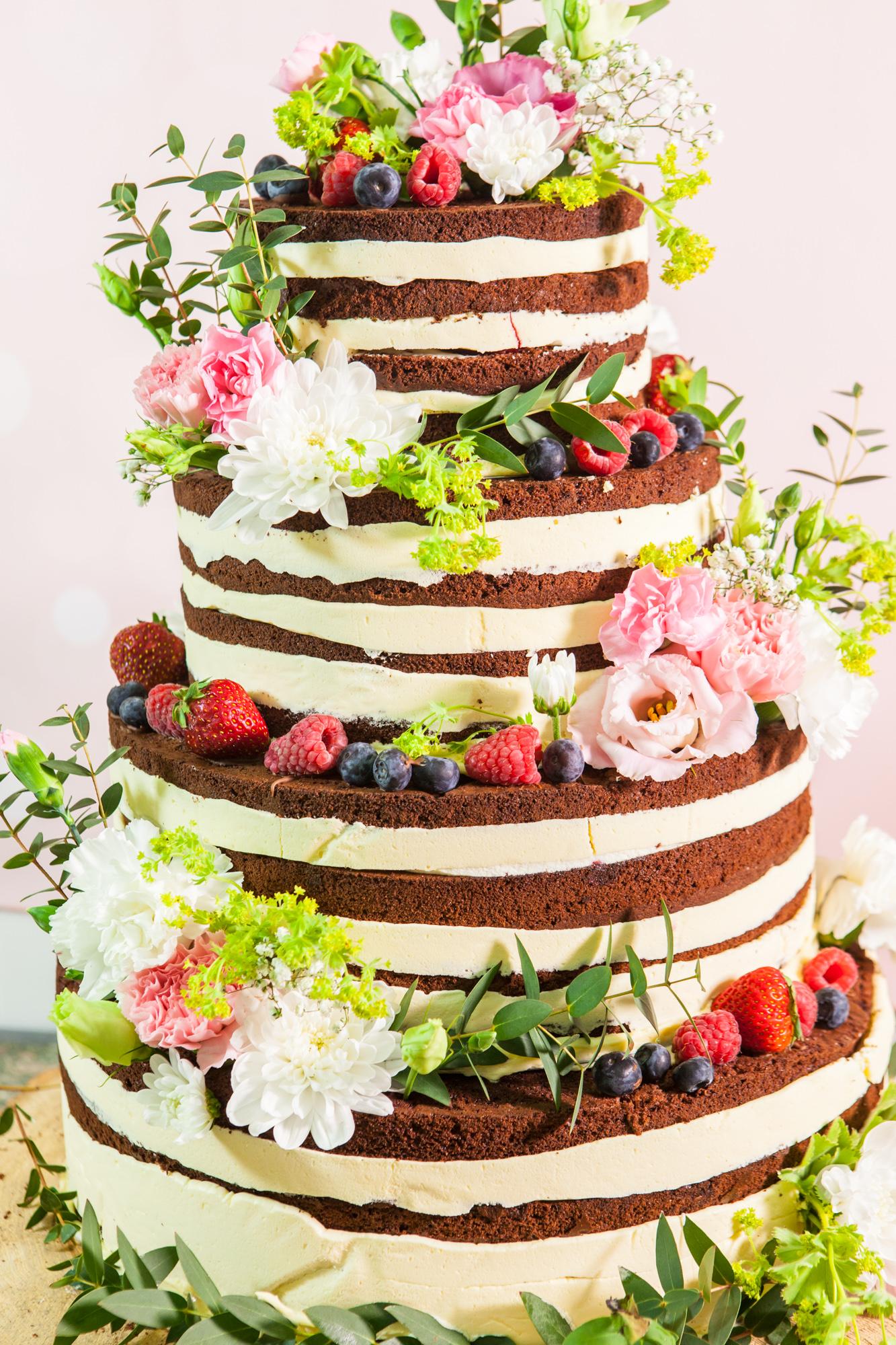 Фото tort s ukrasheniyami iz fruktov i yagod 2.