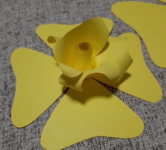 Цветы из бумаги — схемы и шаблоны для создания бумажных цветов этап 26