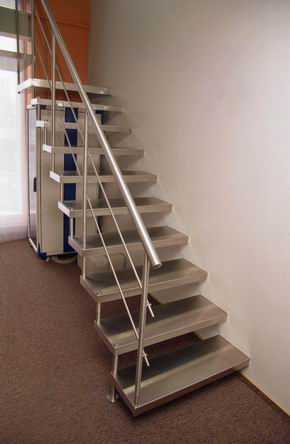 Интерьер лестничного пролета в частном доме