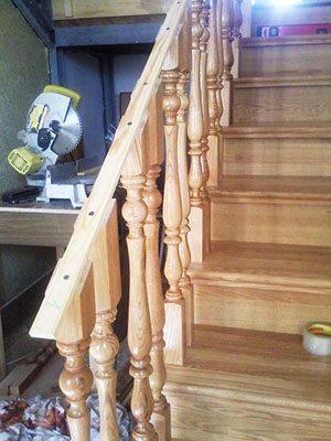 Установка перил на лестницу