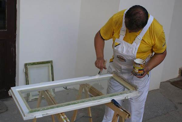 Как покрасить деревянные окна самому?