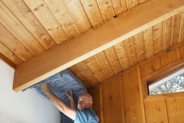 Чем лучше утеплить потолок в доме + видео?
