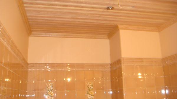 деревянные потолки в ванной