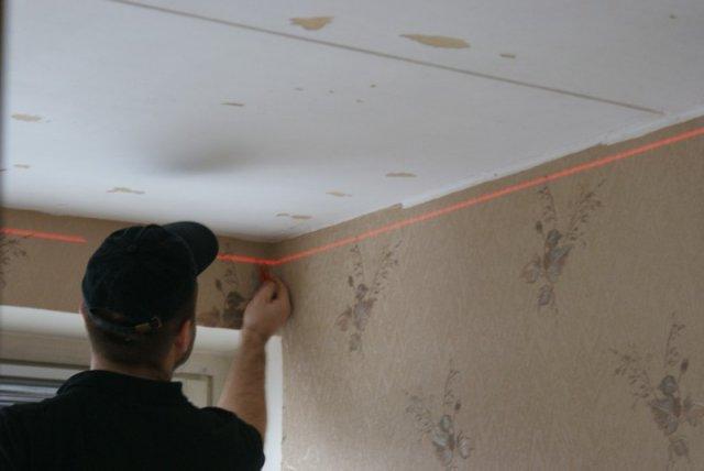 разметка лазерным уровнем потолка