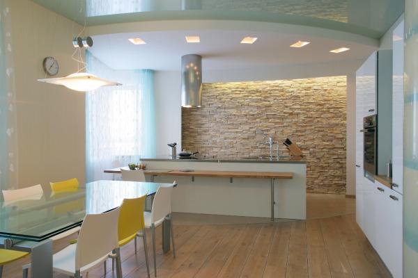 Какой потолок лучше сделать на кухне : выбор за Вами