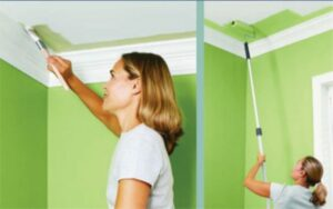 Как правильно покрасить потолок водоэмульсионной краской