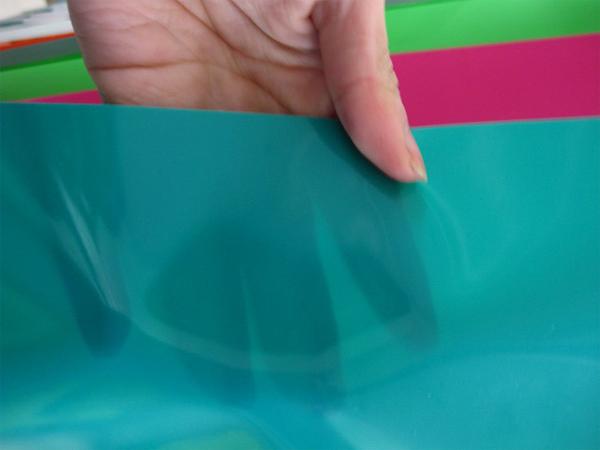 Какие лучше, натяжные потолки тканевые или ПВХ?