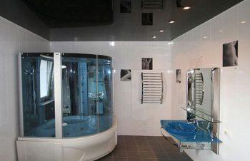 Натяжные потолки для ванной  надежно и практично