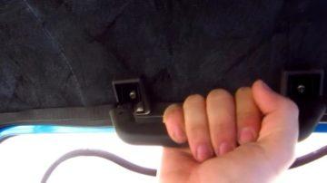 Зачем в салоне машины нужны ручки на потолке со стороны водителя