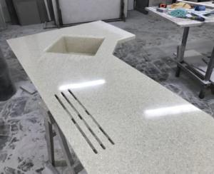 Преимущество искусственного камня в интерьере кухни