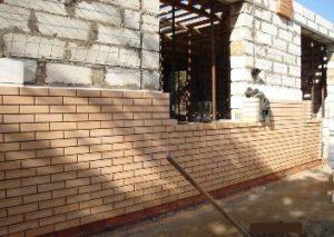 Конструкция кирпичных стен с утеплителем и термовкладышами