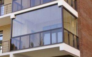 Как застеклить балкон своими руками безрамным способом