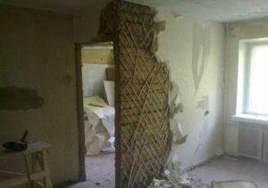 Особенности демонтажа штукатурки с потолка