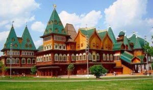 На витражных окнах и люстрах во дворце царя Алексея Михайловича скопилось пыли на полмиллиона рублей