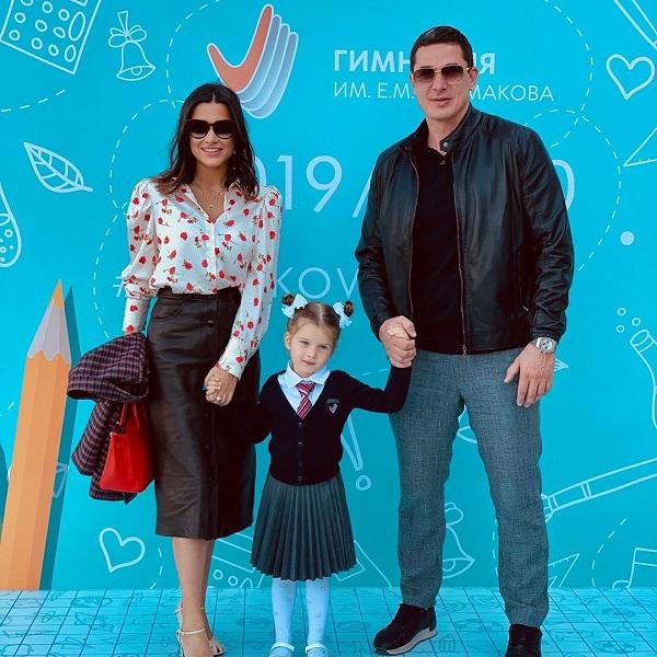 Муж Ксении Бородиной пожаловался, что их 3-летняя дочь слушается только маму