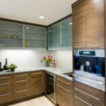 Как повесить кухонные шкафчики на стену?