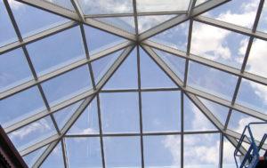 Особенности монтажа стеклянных конструкций