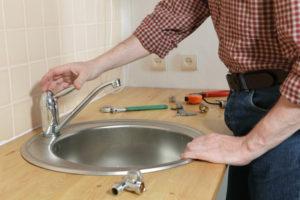 Как самостоятельно починить раковину на кухне