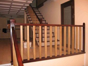 Деревянные перила для лестниц: установка своими руками