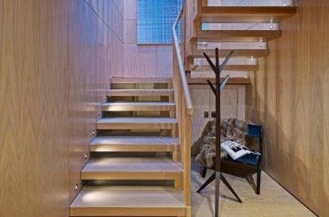Двухмаршевая лестница: инструкция по монтажу своими руками конструкции на второй этаж (фото и видео)