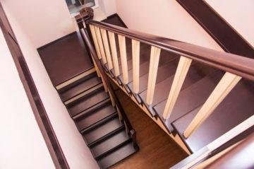Как собрать деревянную лестницу своими руками с поворотом из готовых элементов