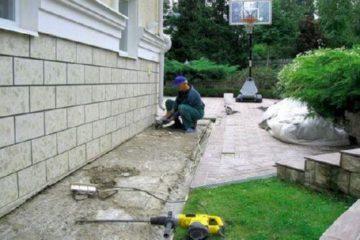 Ремонт бетонной отмостки — своими руками, чем заделать щель между отмосткой и фундаментом